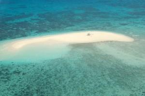 大堡礁に浮かぶ砂の島 オーストラリア・ケアンズ沖30キロ、対地500ft